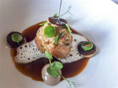Cheval Blanc by Peter Knogl - Basel : a Michelin Guide