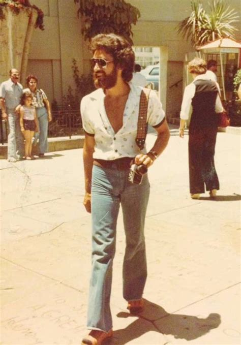 40 Cool Men Snaps That Defined the 1970s Male Fashion